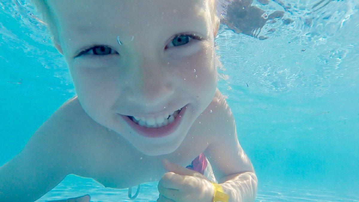 ¿Por qué debe aumentar el cuidado de los dientes en verano?