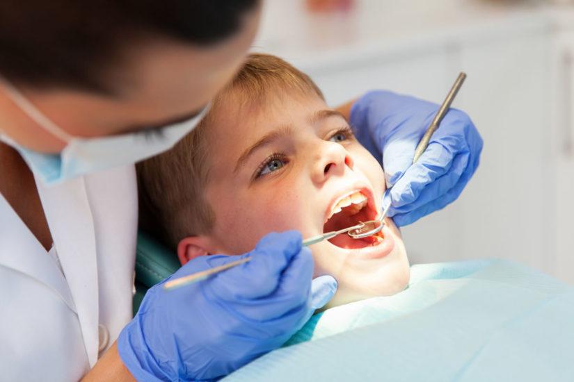 ¿Qué es la anquilosis dental?